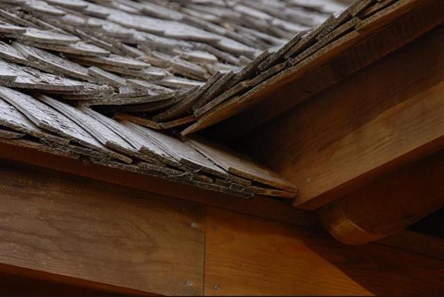 гонт для крыши деревянного дома