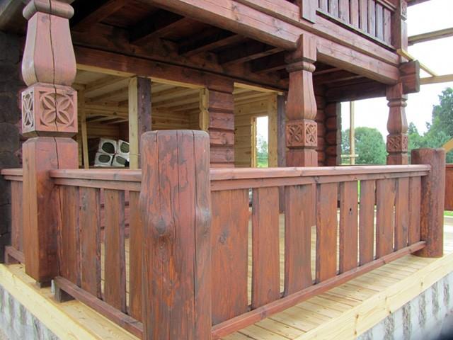 опорные столбы в деревянном доме