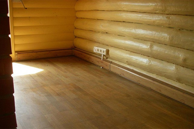 плинтус в деревянном доме