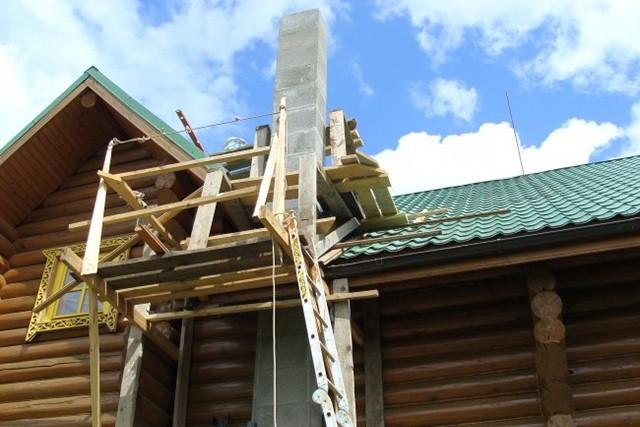 установка дымохода в деревянном доме