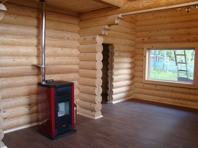 камин в деревянном доме