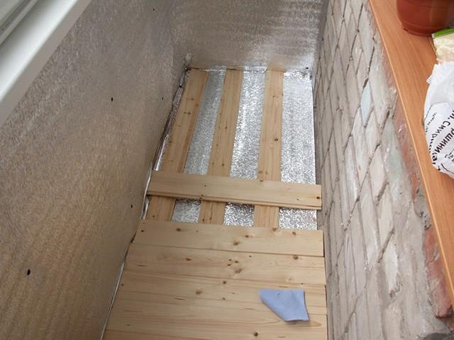монтаж половой доски на балконе