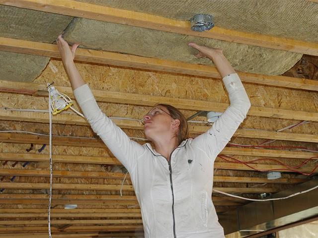 Как выровнять потолок в частном доме своими руками 53
